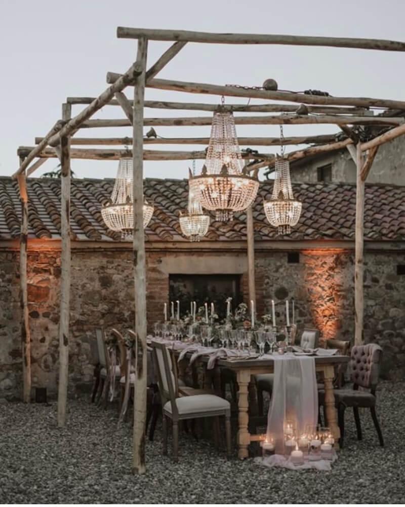 matrimonio in cortile medievale